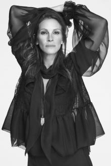 ჯულია რობერტსი Givenchy -ის 2015 წლის საგაზაფხულო კოლექციის სარეკლამო სახე გახდა