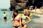 გოგონები ზღვაზე