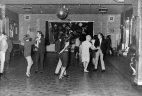 """""""ბითლზი"""" ღამის კლუბში უკრავს 1961 წელს ,სადაც სულ 18 ადამიანი ერთობა"""