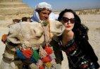 ეგვიპტე,აქლემი და მშვენიერი ქალბატონი