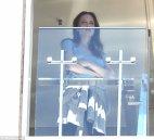 ატირებული ანჯელინა სიდნეიში სასტუმროს აივანზე დააფიქსირეს