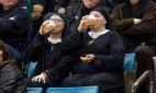 მონაზვნები ლუდს სვამენ კერლინგში შეჯიბრის დროს