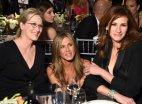 ლამაზი ქალბატონების სელფი - მერილ სტრიპი, ჯენიფერ ენისტონი და ჯულია რობერტსი
