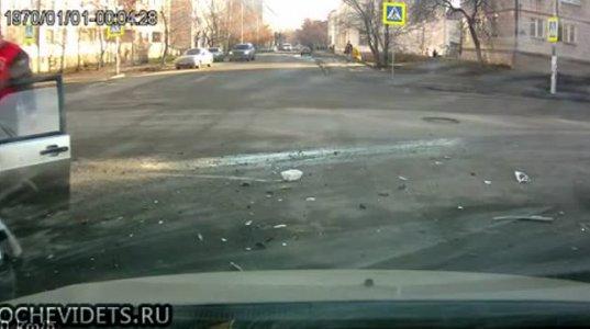 ავარიის გამო მძღოლი მანქანიდან გადმოვარდა.