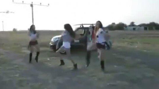 ეს ყველამ უნდა ნახოთ-აქცენტი არა გოგონებზე არამედ თვითმფრინავის პილოტზეა
