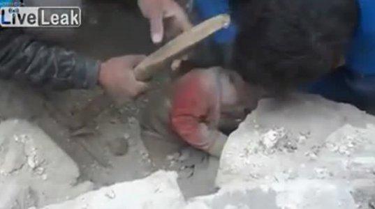 ნანგრევებიდან ცოცხალი ბავშვი ამოიყვანეს