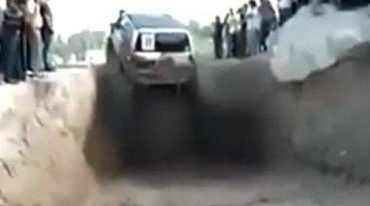 ამას ვერ დავიჯერებ...მანქანა ნახეთ საიდან ამოვიდა