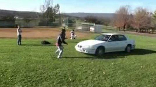 მანქანაზე  გადახტომის მოყვარულებმა უყურეთ ამ ვიდეოს