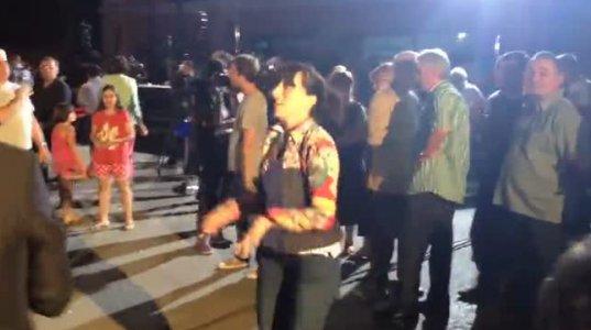 ნარმანიას მხარდამჭერებმა ცეკვით აღნიშნეს ეგზიტპოლების შედეგები