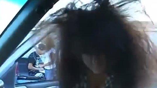 მანქანის ვიბრაციამ გოგოს  თმები  გაუწეწა