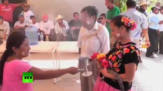 """გოგონა """"ნიანგზე """"დააქორწინეს(მექსიკა)"""