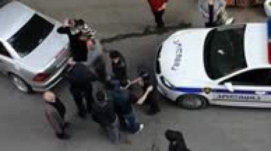 მთვრალი მღვდელი პოლიციას აგინებს