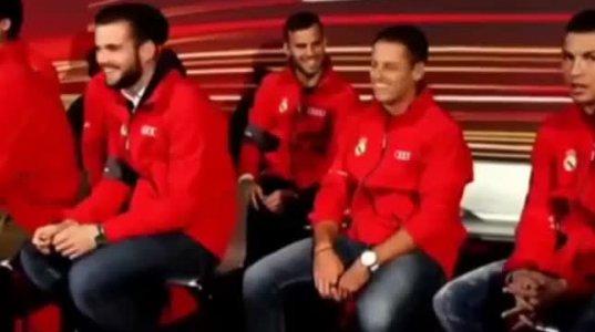 შეხედეთ ამ გუნდს!Ronaldo digs Javier Hernandez: Look at this s**t