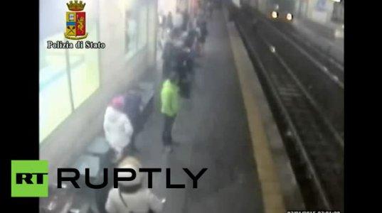 პოლიციელმა მატარებლის ქვეშ ჩავარდნილი გოგონა გადაარჩინა