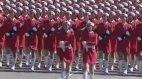 მსოფლიოს უდიდესი არმიის სუსტი სქესის წარმომადგენლები აღლუმზე.